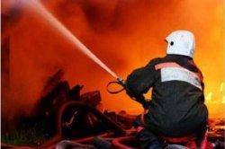 Спасатели МЧС России ликвидировали пожар в частных гаражах, автомобилях в Новокузнецком ГО