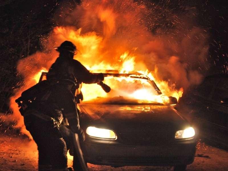 Спасатели МЧС России ликвидировали пожар в частном легковом автомобиле в Прокопьевском ГО