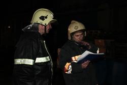 Спасатели МЧС России ликвидировали пожар частного забора в пгт. Яя