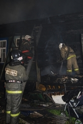 Спасатели МЧС России ликвидировали пожар в частном садовом домике и хозяйственных постройках в Краснобродском ГО