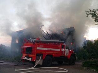 Спасатели МЧС России ликвидировали пожар в частных жилых домах в Осинниковском ГО