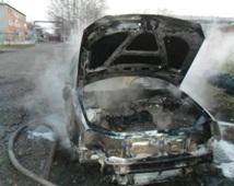 Спасатели МЧС России ликвидировали пожар в частном легковом автомобиле в Мысковском ГО