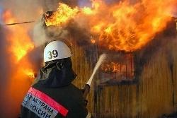 Спасатели МЧС России ликвидировали пожар в частном доме под дачу в Осинниковском ГО