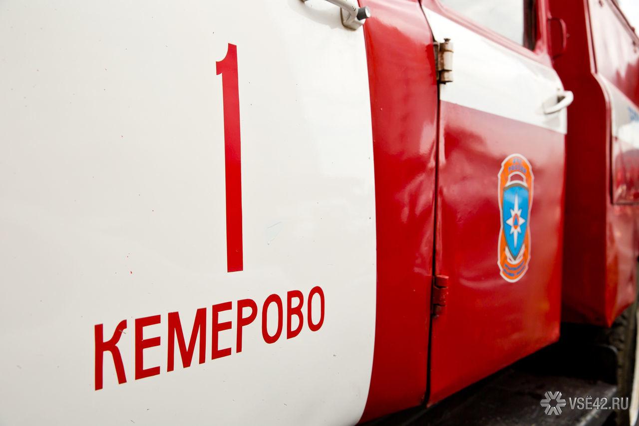 Спасатели МЧС России ликвидировали пожар в частной хозяйственной постройке в Кемеровском ГО