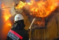 Спасатели МЧС России ликвидировали пожар в частной металлической бытовке в Краснобродском ГО