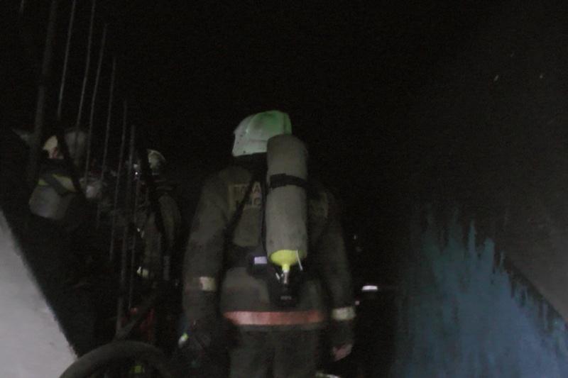 Спасатели МЧС России ликвидировали пожар в муниципальном многоквартирном жилом доме в Осинниковском ГО