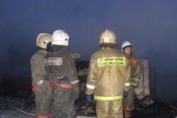 Спасатели МЧС России ликвидировали пожар в частных хозяйственных постройках в Междуреченском ГО