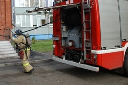 Спасатели МЧС России ликвидировали пожар в многоквартирном жилом доме в Междуреченском ГО