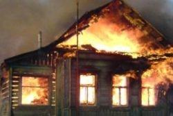 Спасатели МЧС России ликвидировали пожар в частном садовом доме и гараже в Кемеровском МО