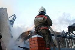 Спасатели МЧС России ликвидировали пожар в частном жилом доме в Ленинск-Кузнецком МО