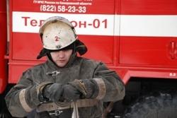 Спасатели МЧС России ликвидировали пожар в частных надворных постройках в Калтанском ГО