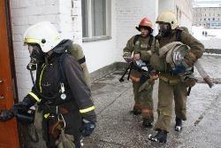 Спасатели МЧС России ликвидировали пожар в многоквартирном жилом доме в Беловском ГО
