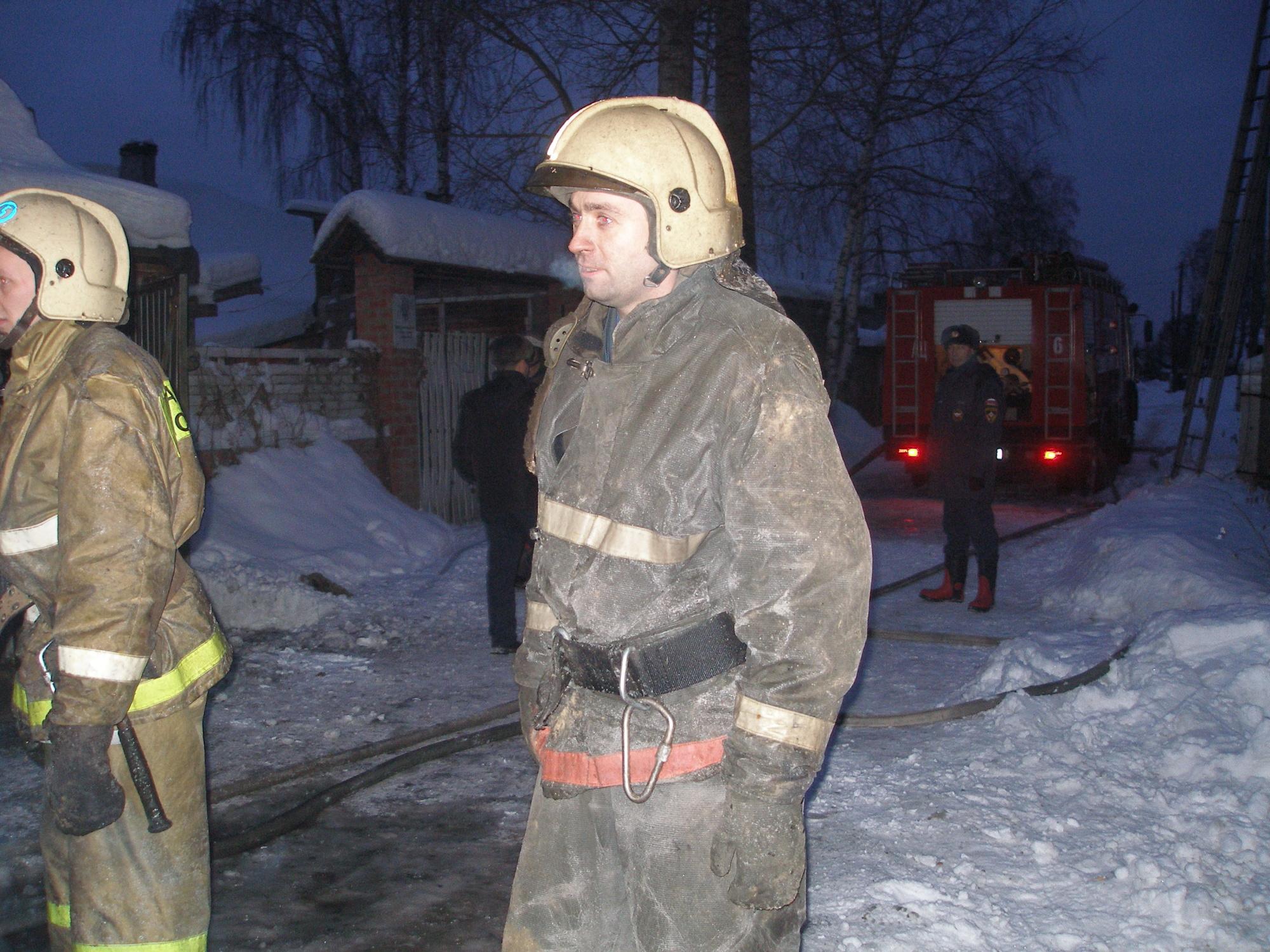 Спасатели МЧС России ликвидировали пожар в частном садовом доме в Кемеровском ГО