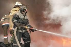 Спасатели МЧС России ликвидировали пожар в нежилом здании в Яшкинском МО