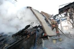 Спасатели МЧС России ликвидировали пожар в частном жилом доме и хозяйственной постройке в Беловском ГО