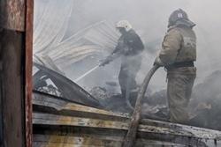 Спасатели МЧС России ликвидировали пожар в частной хозяйственной постройке в Яйском МО