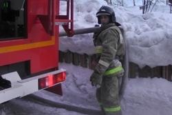 Спасатели МЧС России ликвидировали пожар в частной хозяйственной постройке в Березовском ГО