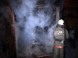 Спасатели МЧС России ликвидировали пожар в частной хозяйственной постройке в г. Таштагол