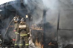 Спасатели МЧС России ликвидировали пожар в частной хозяйственной постройке в Юргинском ГО