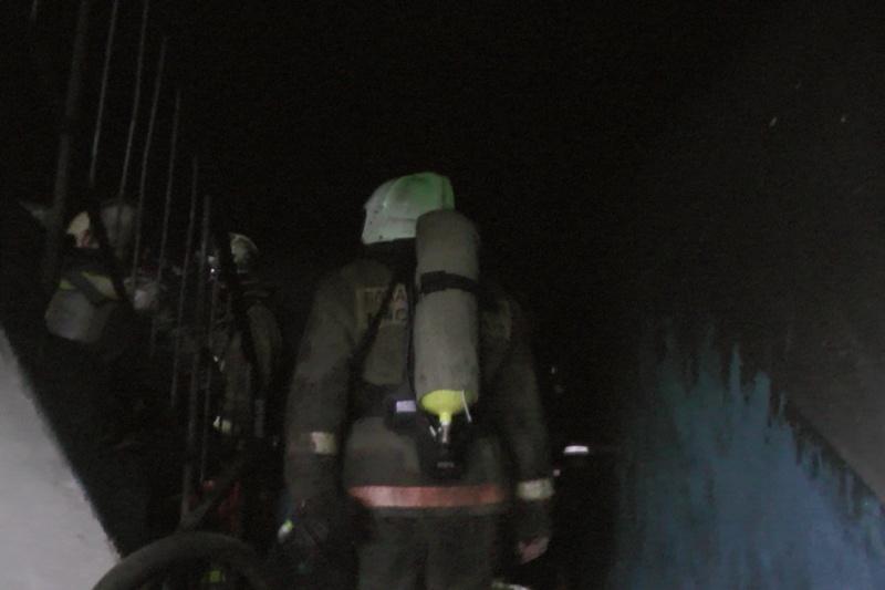 Спасатели МЧС России ликвидировали пожар в муниципальном многоквартирном жилом доме в Таштагольском МР