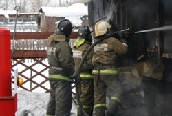 Спасатели МЧС России ликвидировали пожар в частных хозяйственных постройках в Юргинском ГО