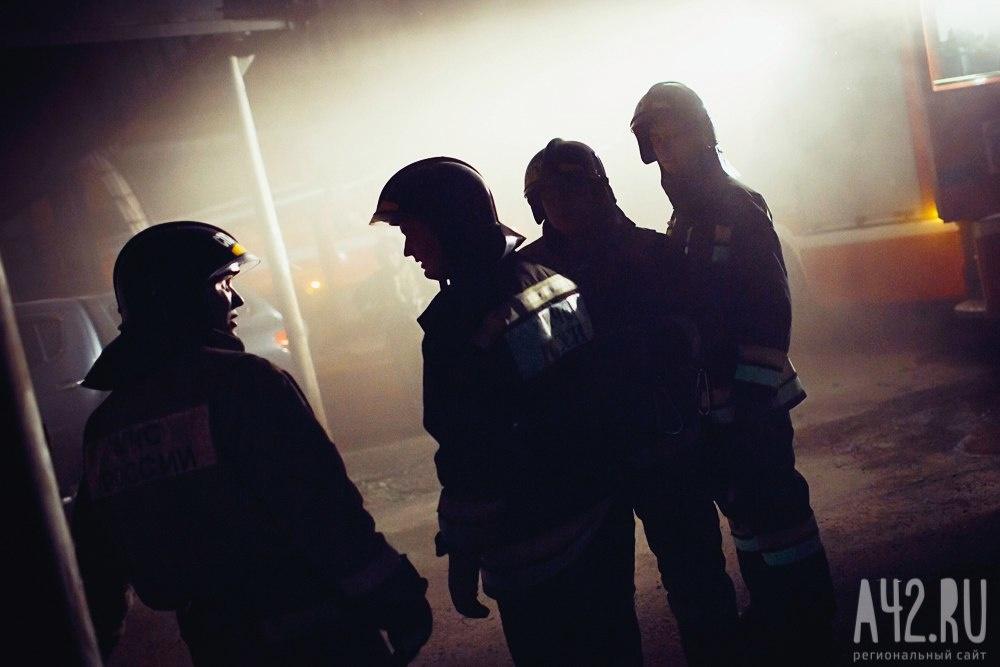 Спасатели МЧС России ликвидировали пожар в частном одноквартирном жилом доме в Березовском ГО