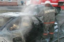 Спасатели МЧС России ликвидировали пожар в частном легковом автомобиле в Беловском ГО