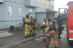 Спасатели МЧС России ликвидировали пожар в многоквартирном жилом доме в Краснобродском ГО