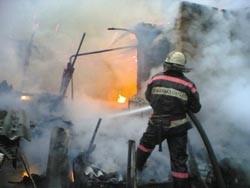 Спасатели МЧС России ликвидировали пожар в частном неэксплуатируемом помещении в Таштагольском МР