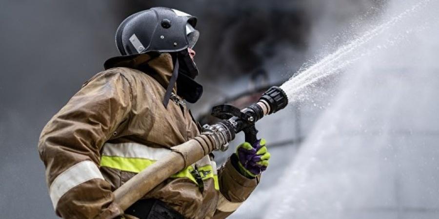 Спасатели МЧС России ликвидировали пожар в нежилом здании в Мысковском ГО