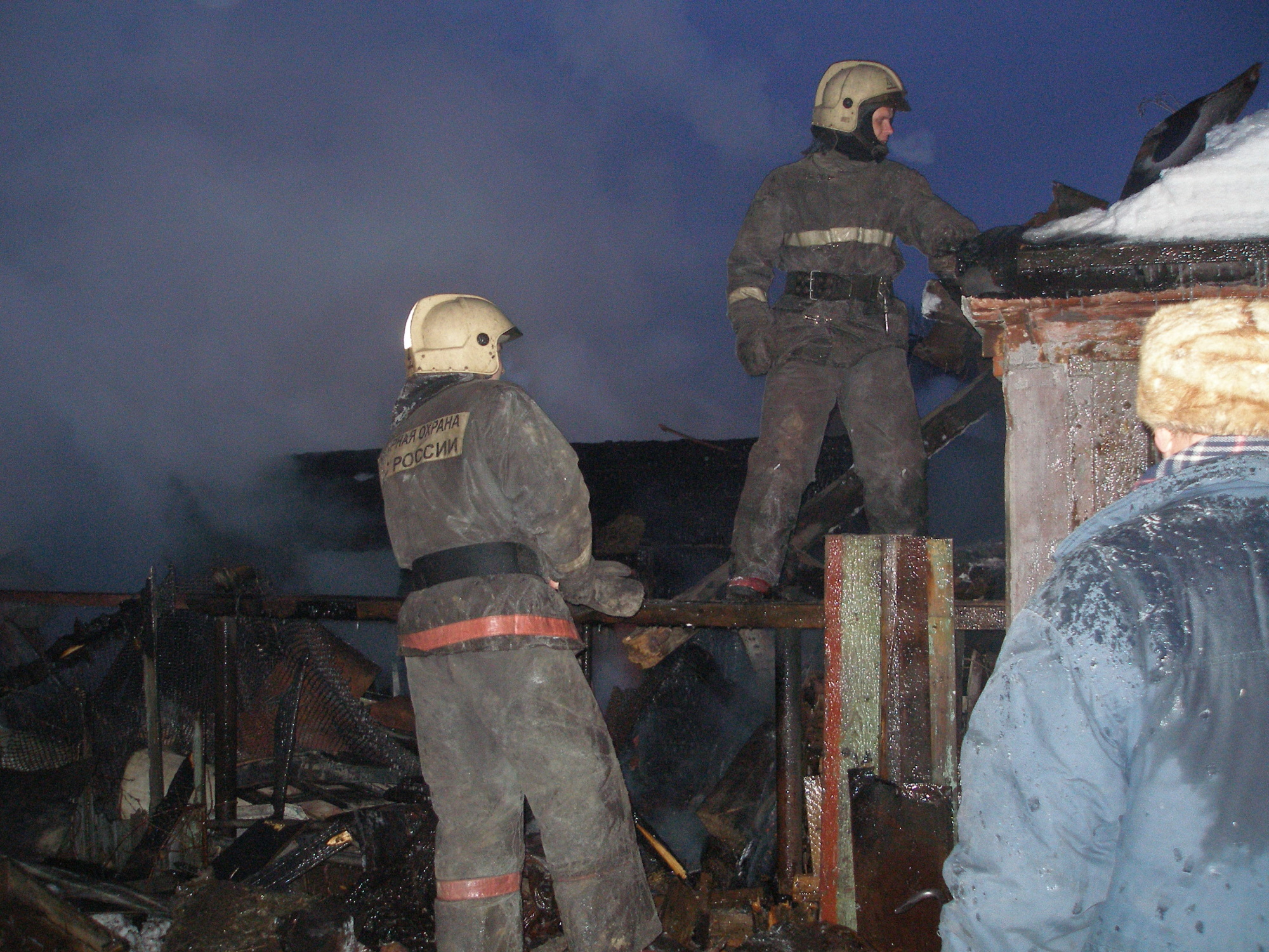 Спасатели МЧС России ликвидировали пожар в муниципальном многоквартирном жилом доме в п.г.т. Тяжинский