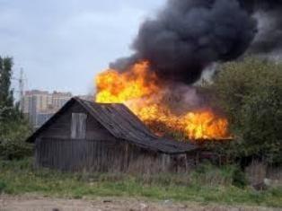 Спасатели МЧС России ликвидировали пожар в частной хозяйственной постройке в г. Гурьевск