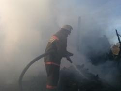 Спасатели МЧС России ликвидировали пожар в частной хозяйственной постройке в Тисульском МО