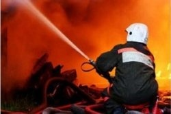 Спасатели МЧС России ликвидировали пожар в частном торговом павильоне в Беловском ГО