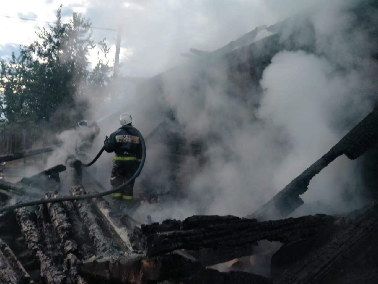 Спасатели МЧС России ликвидировали пожар в частном жилом доме в Калтанском ГО