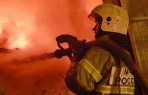 Спасатели МЧС России ликвидировали пожар в частных надворных постройках в Мариинском ГО