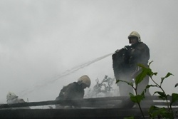 Спасатели МЧС России ликвидировали пожар в частной хозяйственной постройке в Промышленновском МО