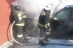 Спасатели МЧС России ликвидировали пожар в частном автомобиле в Осинниковском ГО